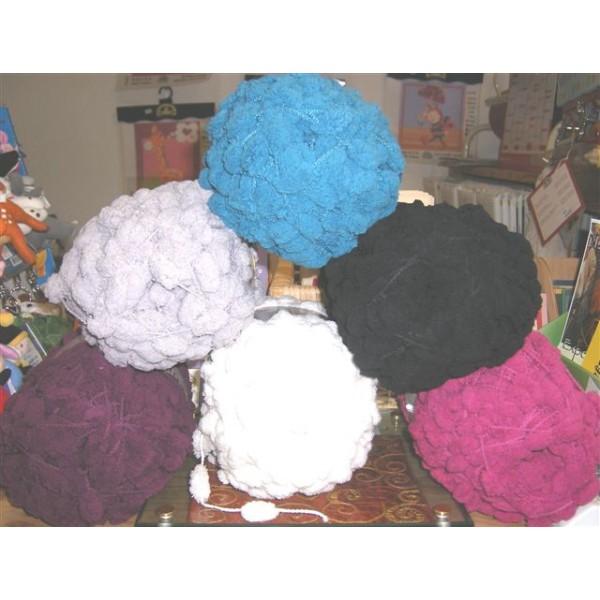 pelote de laine avec pompon
