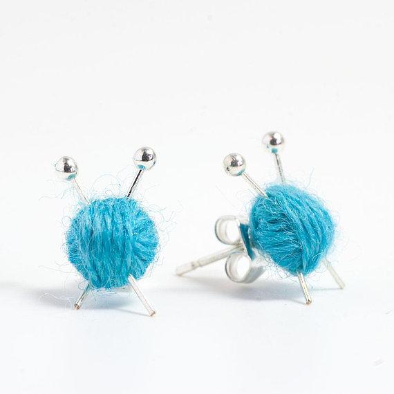 pelote de laine en boucle d oreille