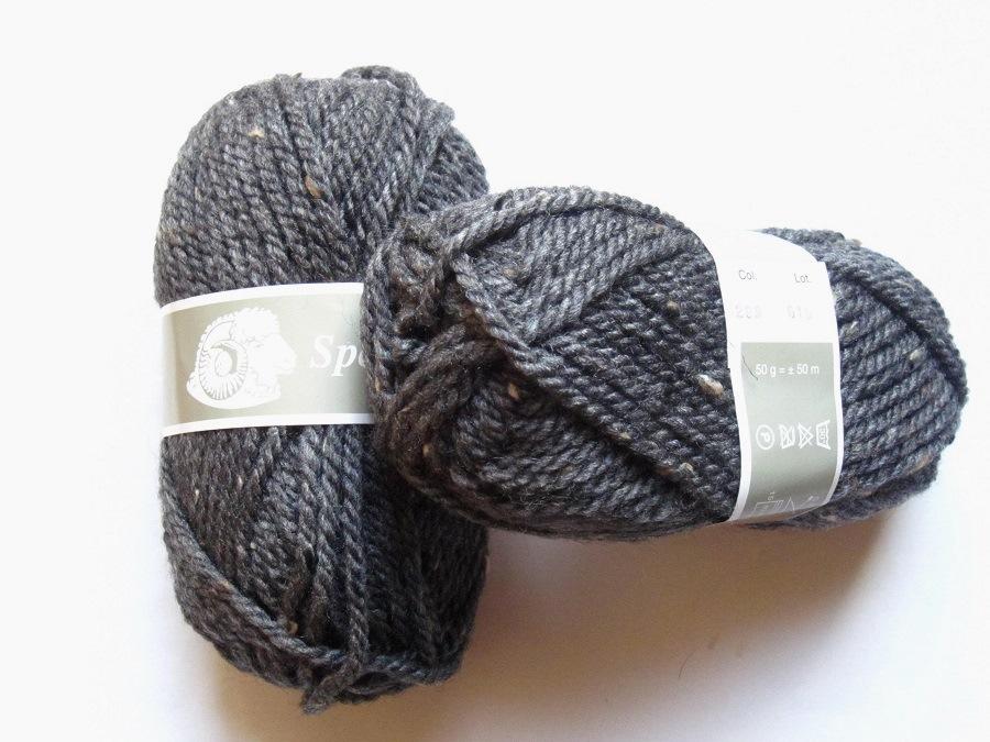 pelote de laine gris anthracite