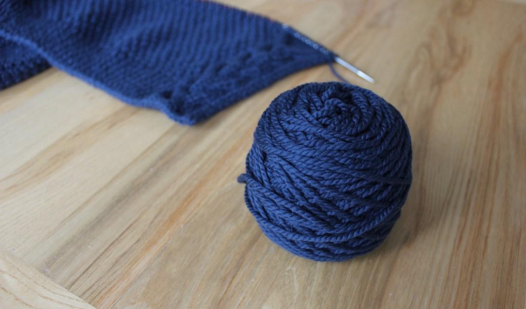 pelote de laine qui se deroule