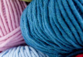 pelote de laine synthetique