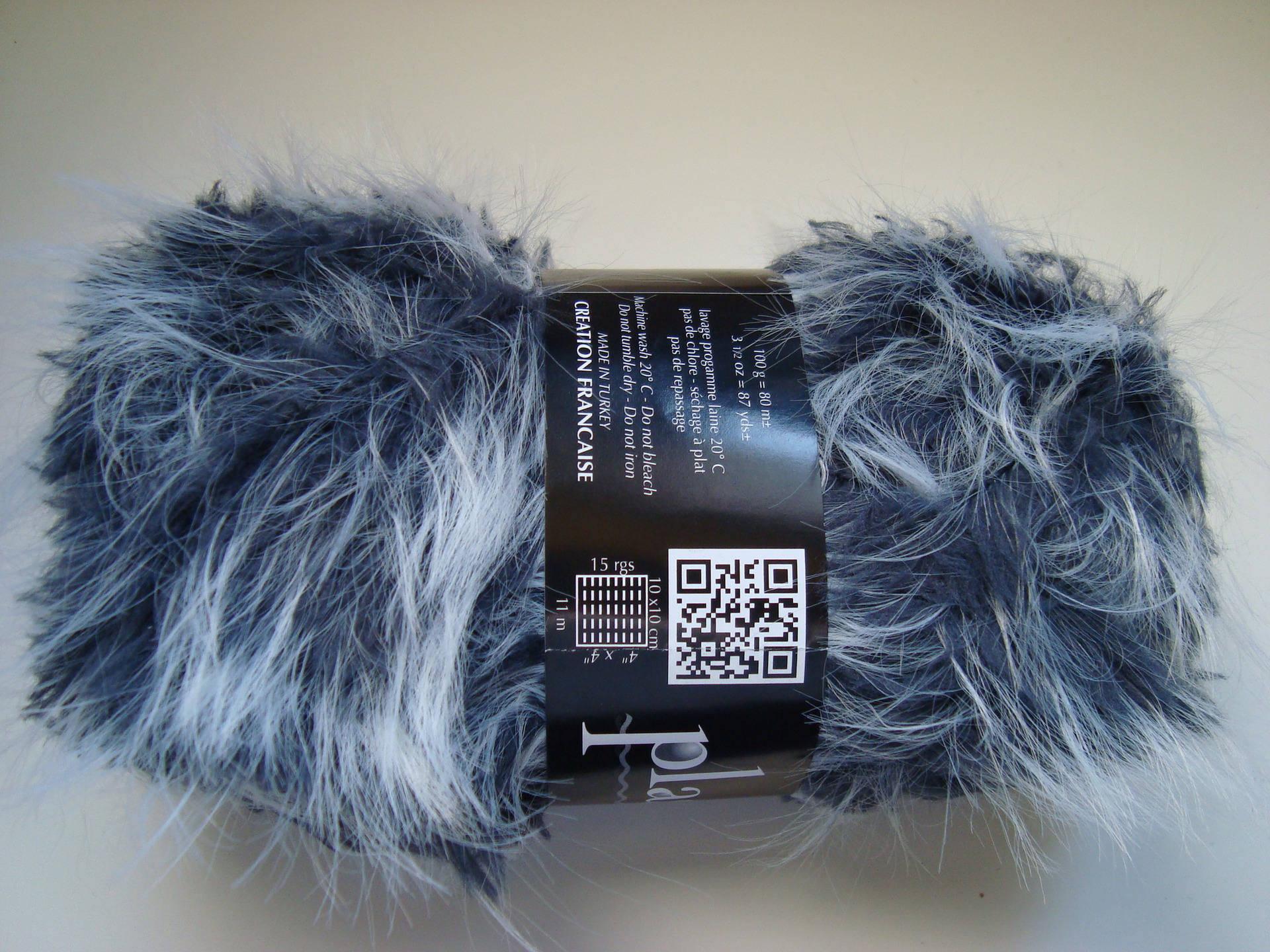 pelote de laine fausse fourrure